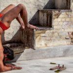 Rischiare grosso con lo yoga: qualche consiglio per chi pratica