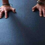 Perché dovremmo bruciare i tappetini da Yoga